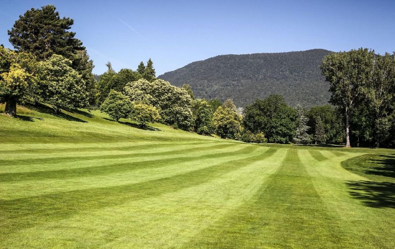 golf-expedition-golf-reizen-frankrijk-regio-rhone-alpes-domaine-de-divonne-kort-gemaaide-golfbaan.jpg