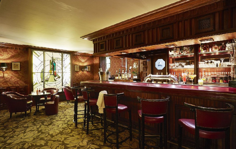 golf-expedition-golf-reizen-frankrijk-regio-rhone-alpes-domaine-de-divonne-stijlvolle-bar.jpg