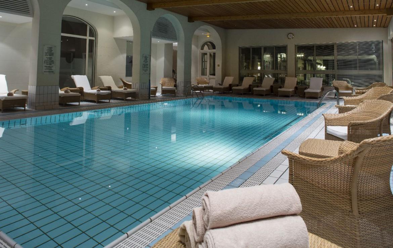 golf-expedition-golf-reizen-frankrijk-regio-rhone-alpes-evian-royal-resort-binnen-zwembad.jpg