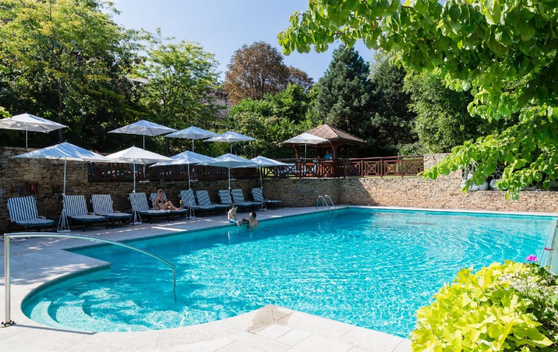 golf-expedition-golf-reizen-frankrijk-regio-rhone-alpes-evian-royal-resort-buiten-zwembad.jpg