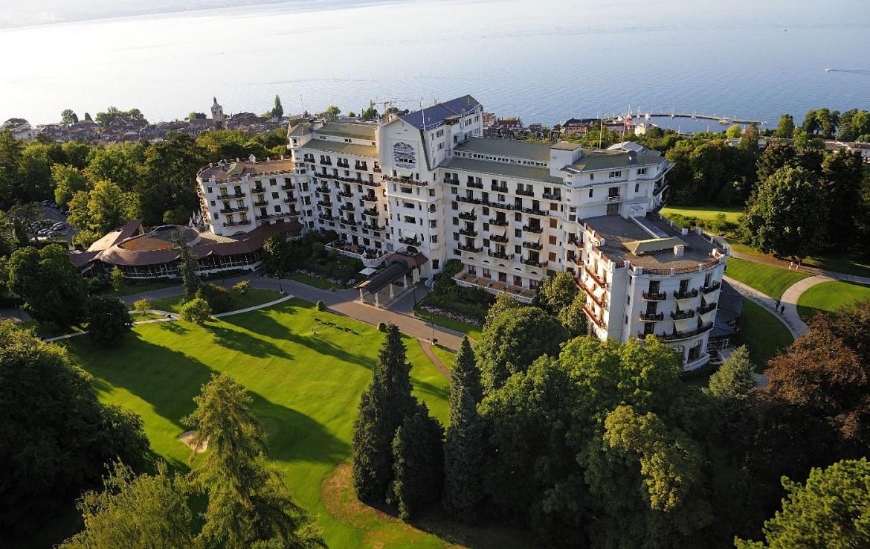 golf-expedition-golf-reizen-frankrijk-regio-rhone-alpes-evian-royal-resort-drone-hotel-zee.jpg