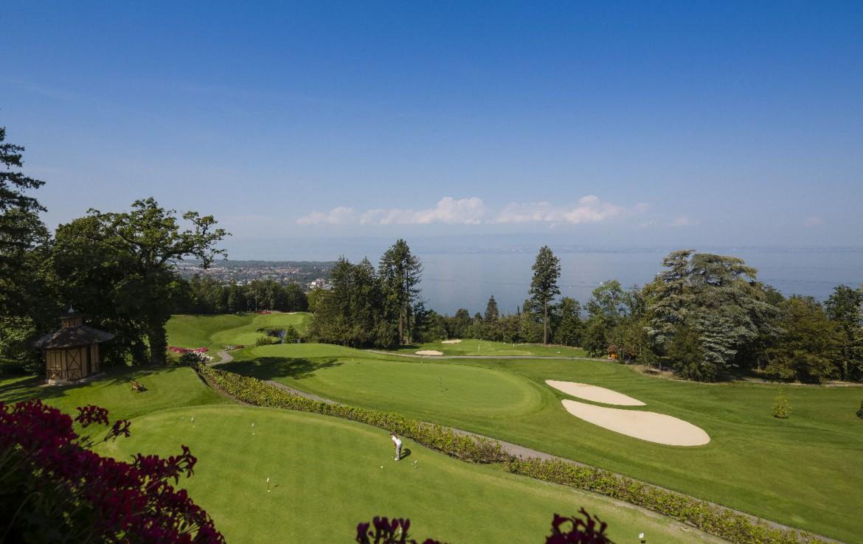 golf-expedition-golf-reizen-frankrijk-regio-rhone-alpes-evian-royal-resort-golf-academie-golfbaan-uitzicht-zee.jpg