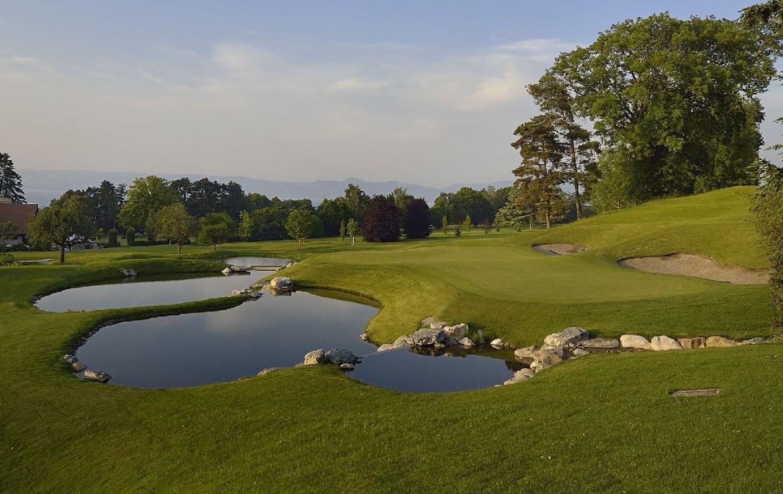 golf-expedition-golf-reizen-frankrijk-regio-rhone-alpes-evian-royal-resort-golfbaan-fairway-water-hazard.jpg