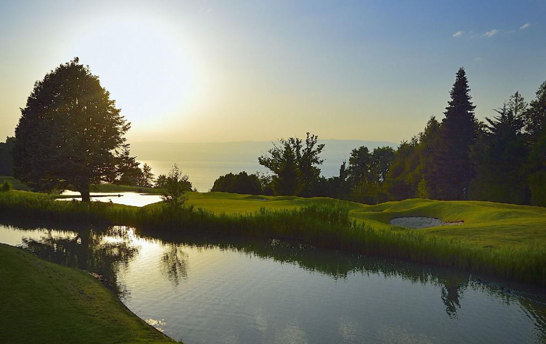 golf-expedition-golf-reizen-frankrijk-regio-rhone-alpes-evian-royal-resort-golfbaan-water-hazard.jpg