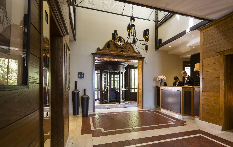 golf-expedition-golf-reizen-frankrijk-regio-rhone-alpes-evian-royal-resort-klassieke-stijlvolle-entree-ontvangstruimte.jpg
