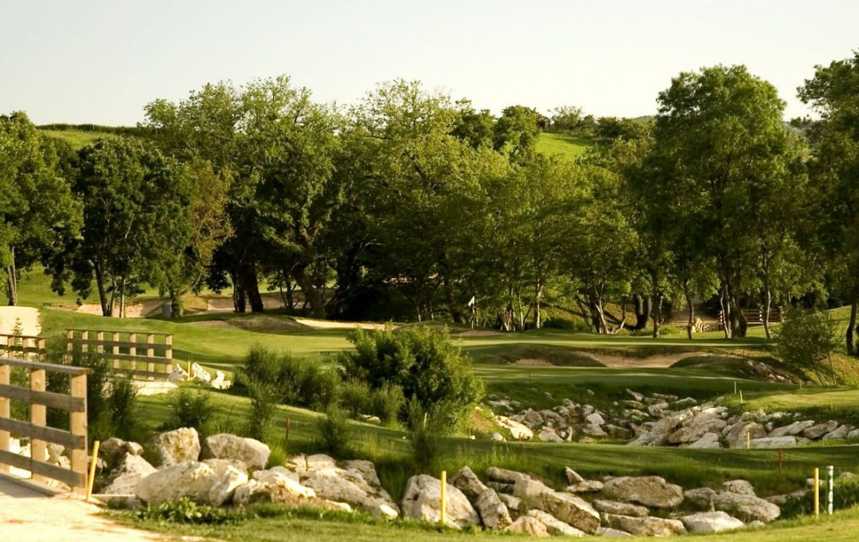 golf-expedition-golf-reizen-italie-toscane-terme-di-saturnia-spa-en-golf-resort-golfbaan-bomen.jpg