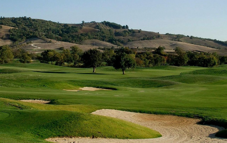 golf-expedition-golf-reizen-italie-toscane-terme-di-saturnia-spa-en-golf-resort-golfbaan-met-bunker.jpg