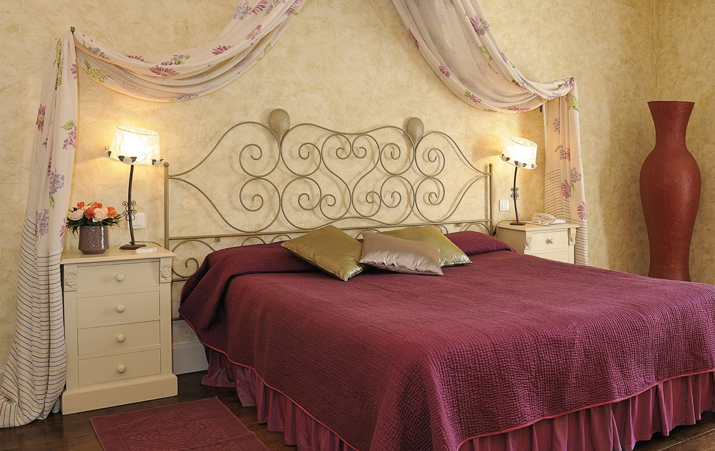 golf-expedition-golf-reizen-regio-provence-Mas-De-L'Ouilivé-rood-slaapkamer