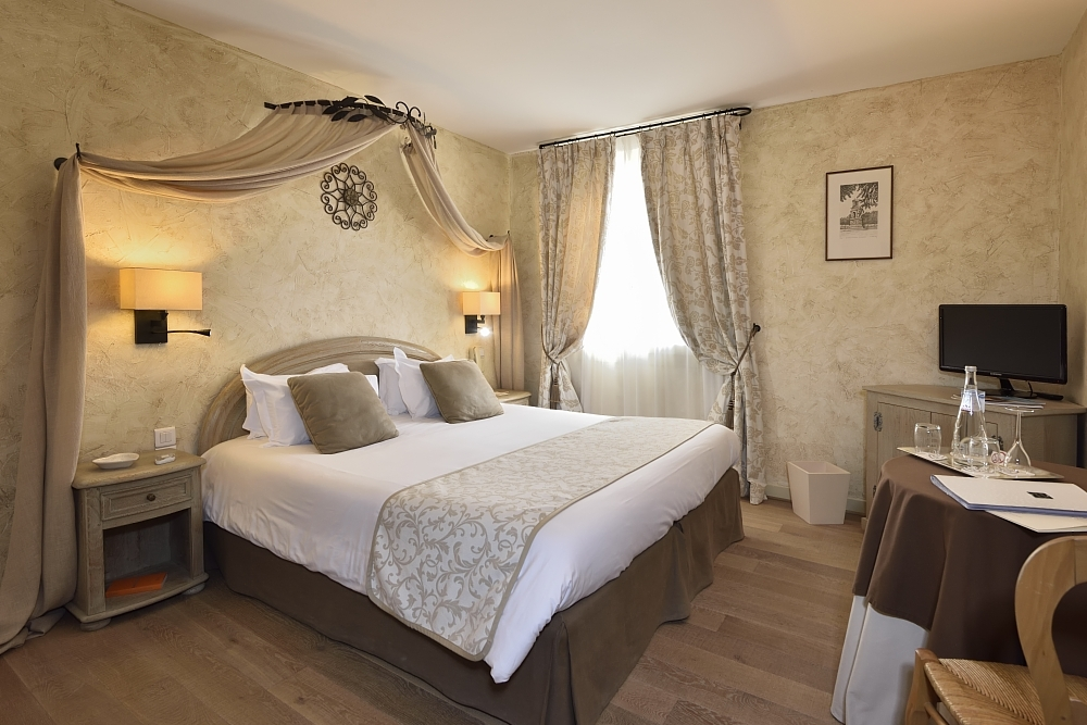 golf-expedition-golf-reizen-regio-provence-Mas-De-L'Ouilivé-stijlvol-ingerichte-slaapkamer