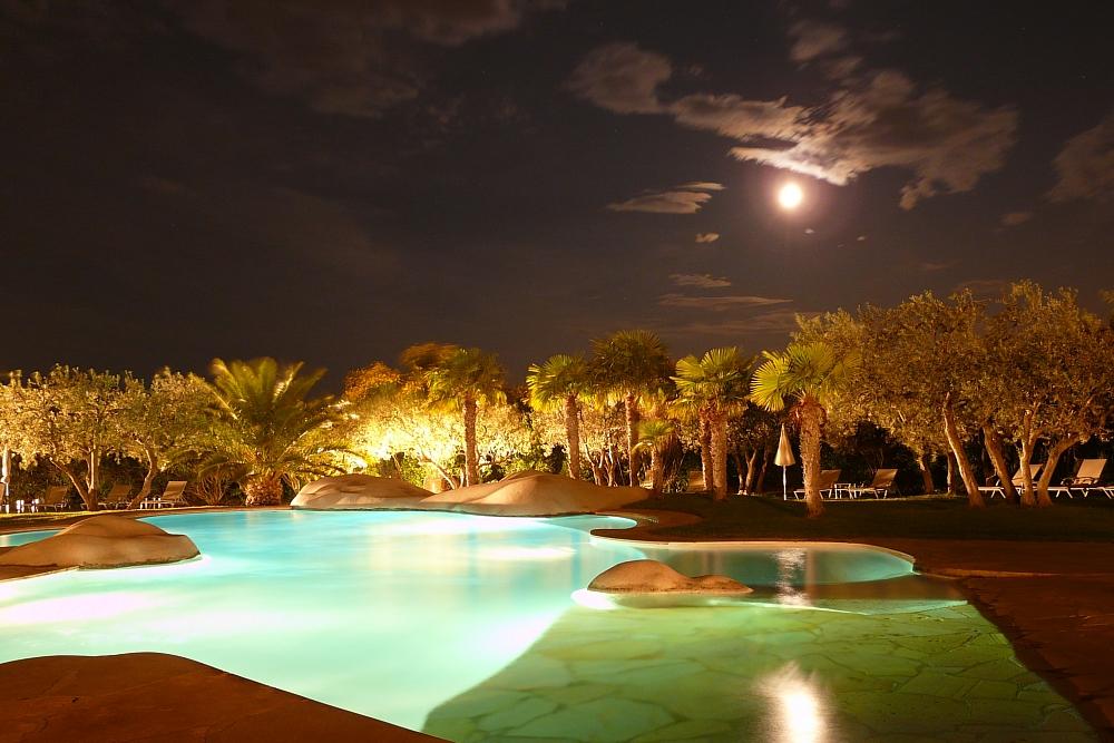 golf-expedition-golf-reizen-regio-provence-Mas-De-L'Ouilivé-zwembad-avond