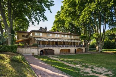golf-expedition-golf-reizen-regio-provence-Moulin-de-vernegues-voorkant-entree-gebouw