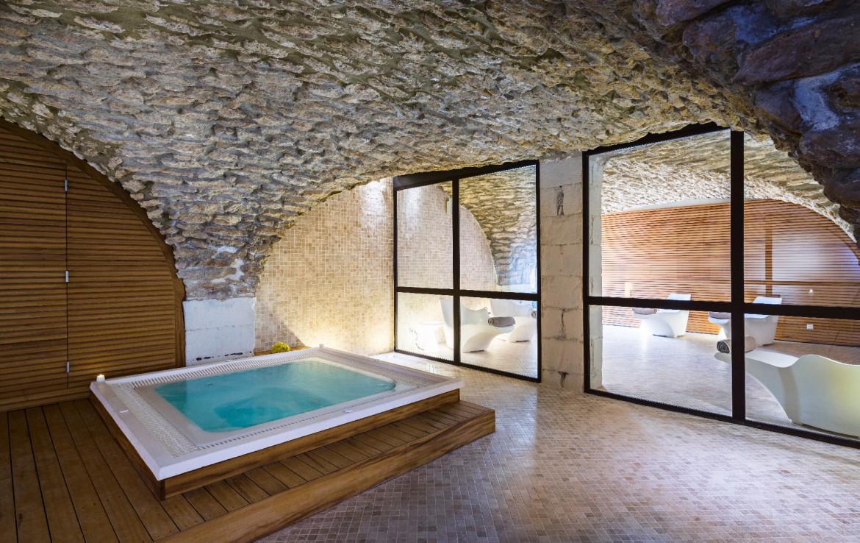 golf-expedition-golf-reizen-regio-provence-Moulin-de-vernegues-wellness-jacuzzi-binnen