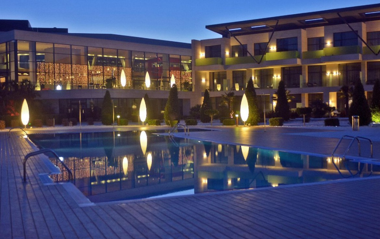 golf-expedition-golf-reizen-spanje-regio-alicante-la-finca-golf-resort-zwembad-avond.jpg