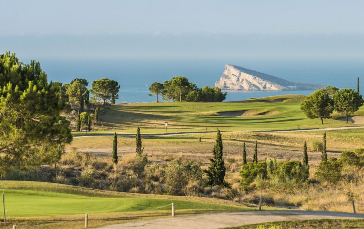 golf-expedition-golf-reizen-spanje-regio-alicante-melia-villaitana-golf-resort-golfbaan-met-zee-uitzicht.jpg