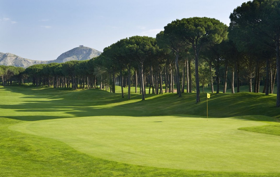 golf-expedition-golf-reizen-spanje-regio-girona-double-tree-hilton-golf-en-spa-resort-fairway-green-bomen.jpg