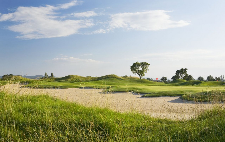 golf-expedition-golf-reizen-spanje-regio-girona-double-tree-hilton-golf-en-spa-resort-golfbaan-bergen.jpg