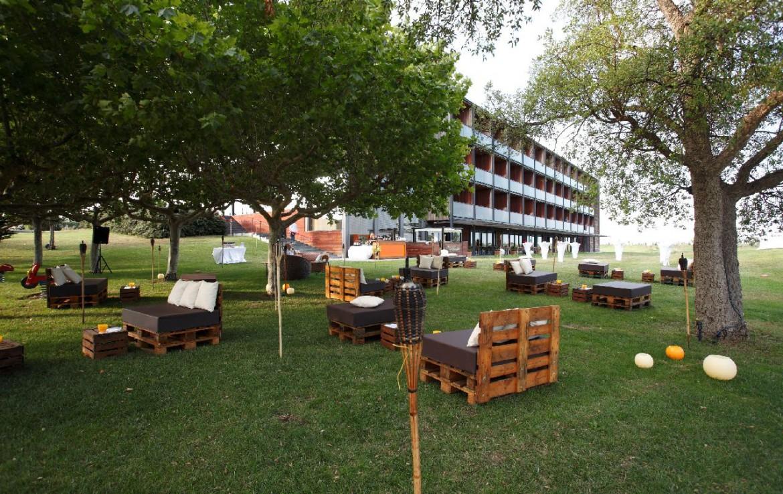 golf-expedition-golf-reizen-spanje-regio-girona-double-tree-hilton-golf-en-spa-resort-grasveld-lounge.jpg