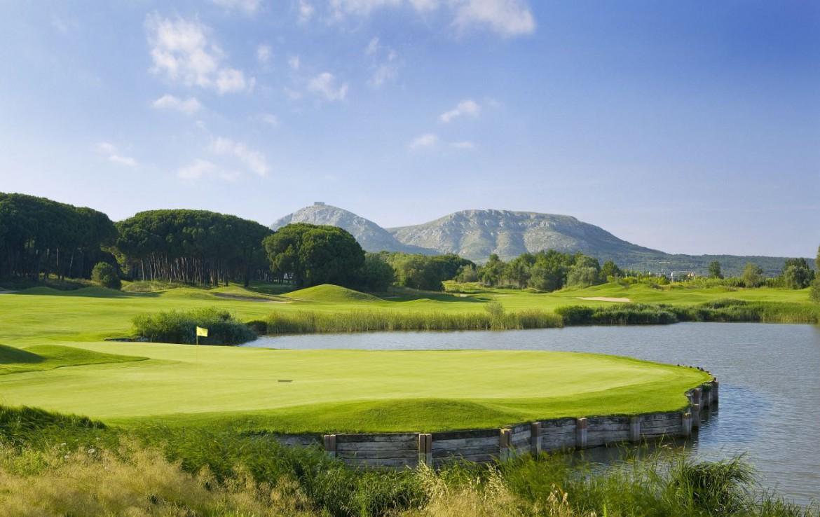 golf-expedition-golf-reizen-spanje-regio-girona-double-tree-hilton-golf-en-spa-resort-green-bergen-water-hazard.jpg