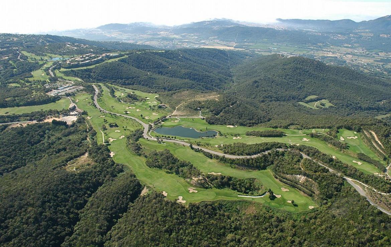golf-expedition-golf-reizen-spanje-regio-girono-hotel-barcarola-drone-overzicht-omgeving-golfbanen.jpg