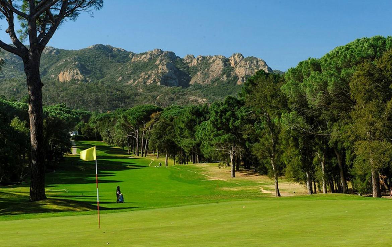 golf-expedition-golf-reizen-spanje-regio-girono-hotel-barcarola-golfbaan-green-bergen-bomen.jpg