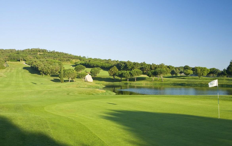 golf-expedition-golf-reizen-spanje-regio-girono-hotel-barcarola-golfbaan-met-water-hazard.jpg