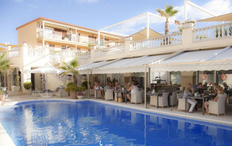 golf-expedition-golf-reizen-spanje-regio-girono-hotel-barcarola-hotel-terras-zwembad.jpg