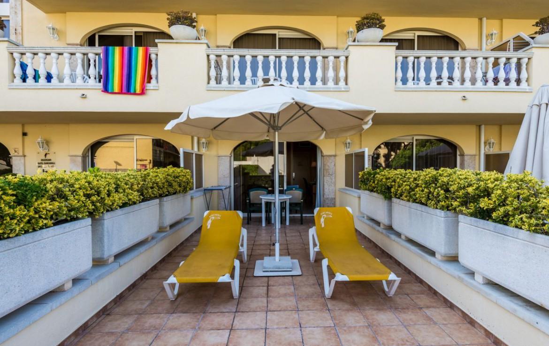 golf-expedition-golf-reizen-spanje-regio-girono-hotel-barcarola-kamer-met-terras.jpg