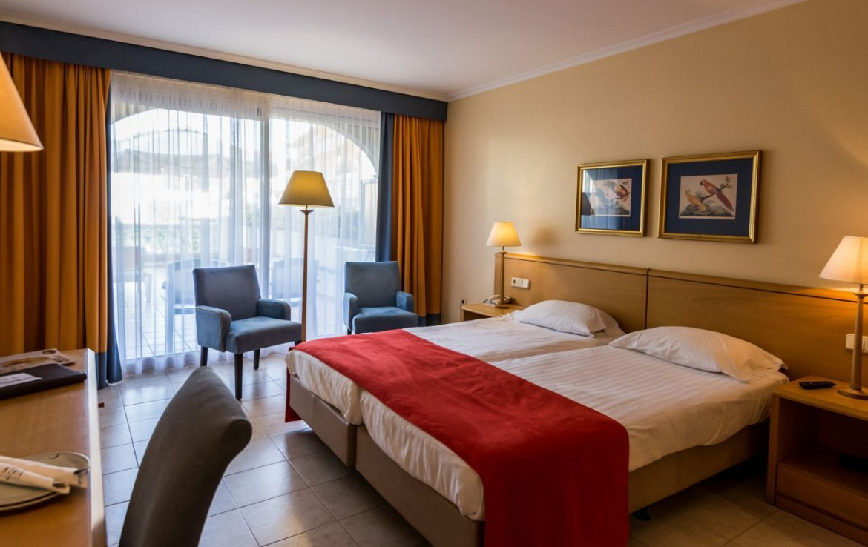 golf-expedition-golf-reizen-spanje-regio-girono-hotel-barcarola-slaapkamer-twee-personen.jpg