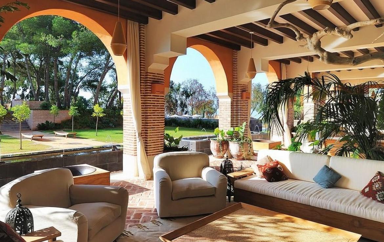 golf-expedition-golf-reizen-spanje-regio-malaga-vincci-estrella-del-mar-overdekte-zitplek-lounge.jpg