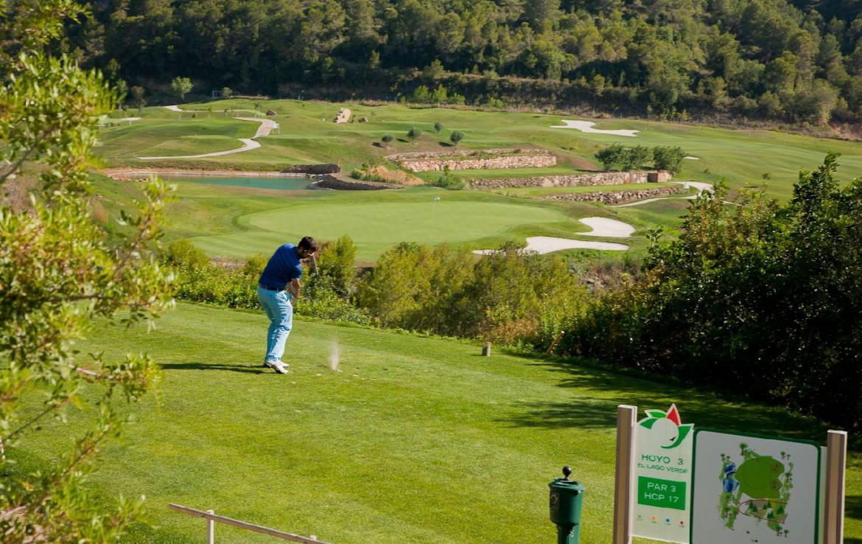 golf-expedition-golf-reizen-spanje-regio-valencia-parador-el-saler-golfbaan-golfer-gelegen-in-natuur.jpg