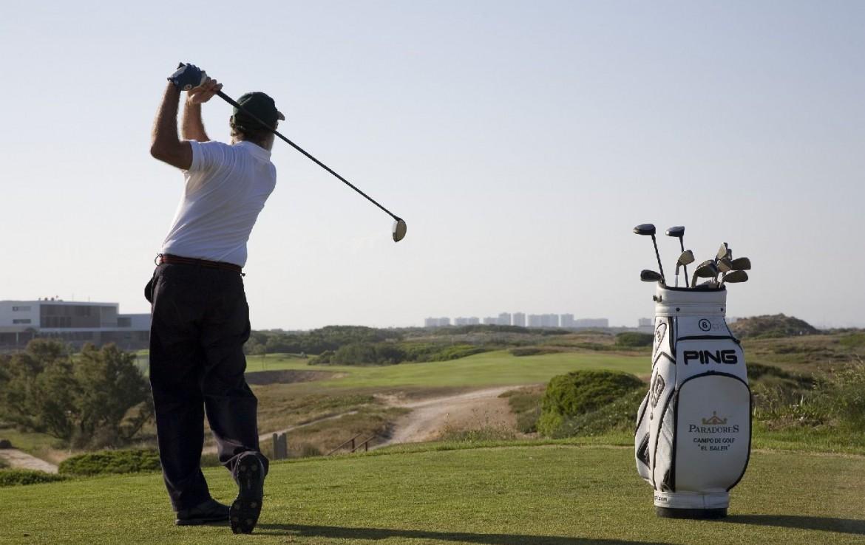 golf-expedition-golf-reizen-spanje-regio-valencia-parador-el-saler-golfer-op-golfbaan.jpg