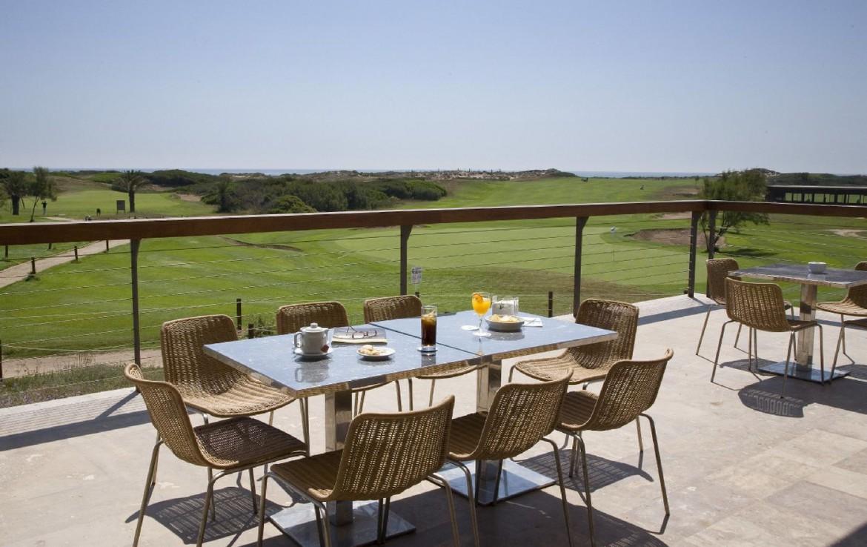 golf-expedition-golf-reizen-spanje-regio-valencia-parador-el-saler-terras-met-uitzicht-op-golfbaan.jpg