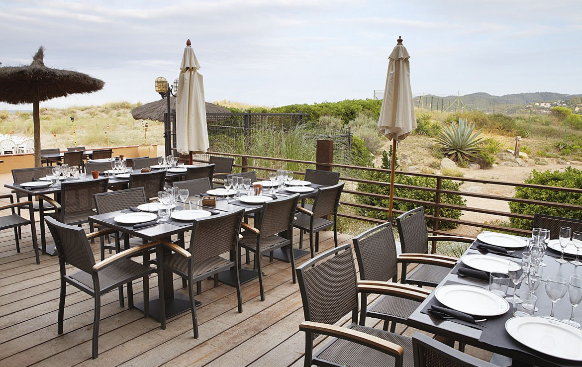 golf-expedition-golfreizen-golfresort-spanje-regio-ginora-a-costa-golf-beach-resort-outside-dinner-area