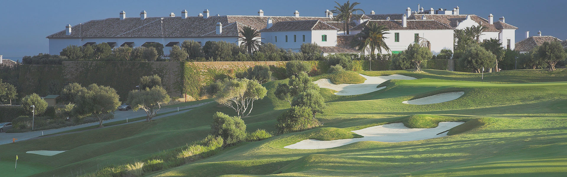 Golf-Expedition-Golf-reizen-Spanje-Regio-Malaga-Finca-Cortesin-Hotel-Golf-Spa-resort-overview-grijs