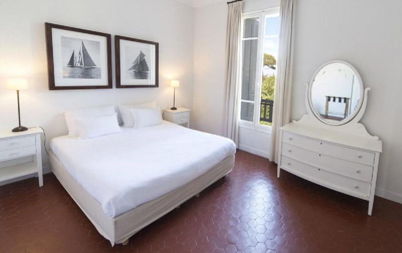 golf-expedition-golf-reizen-frank-regio-cote-d'azur-villa-la-brunhyere-luxe-slaapkamer-twee-personen-met-spiegel.jpg