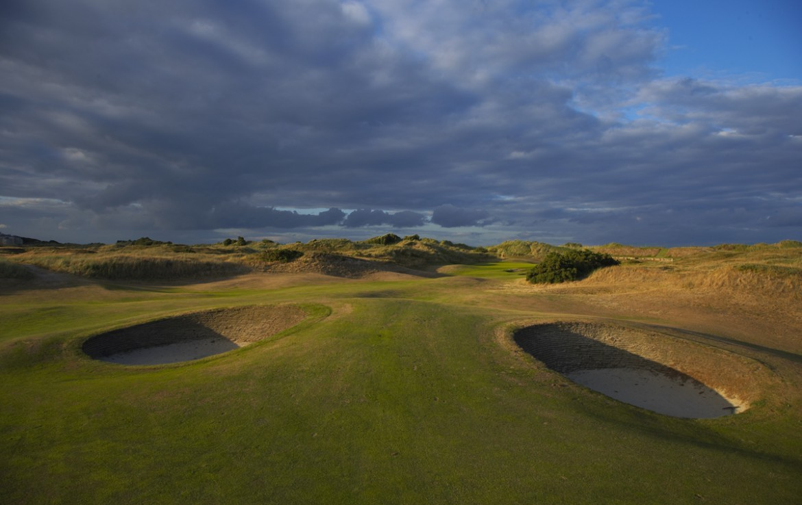 golf-expedition-golf-reizen-ierland-regio-dublin-portmarnock-hotel-en-golf-links-golfbaan-met-bunker.jpg