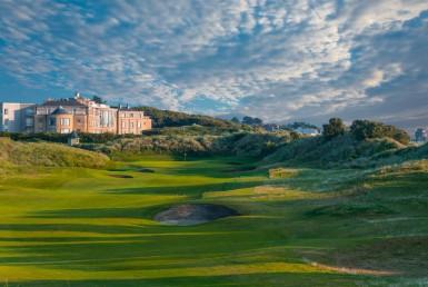 golf-expedition-golf-reizen-ierland-regio-dublin-portmarnock-hotel-en-golf-links-golfbaan-met-hotel-achtergrond.jpg