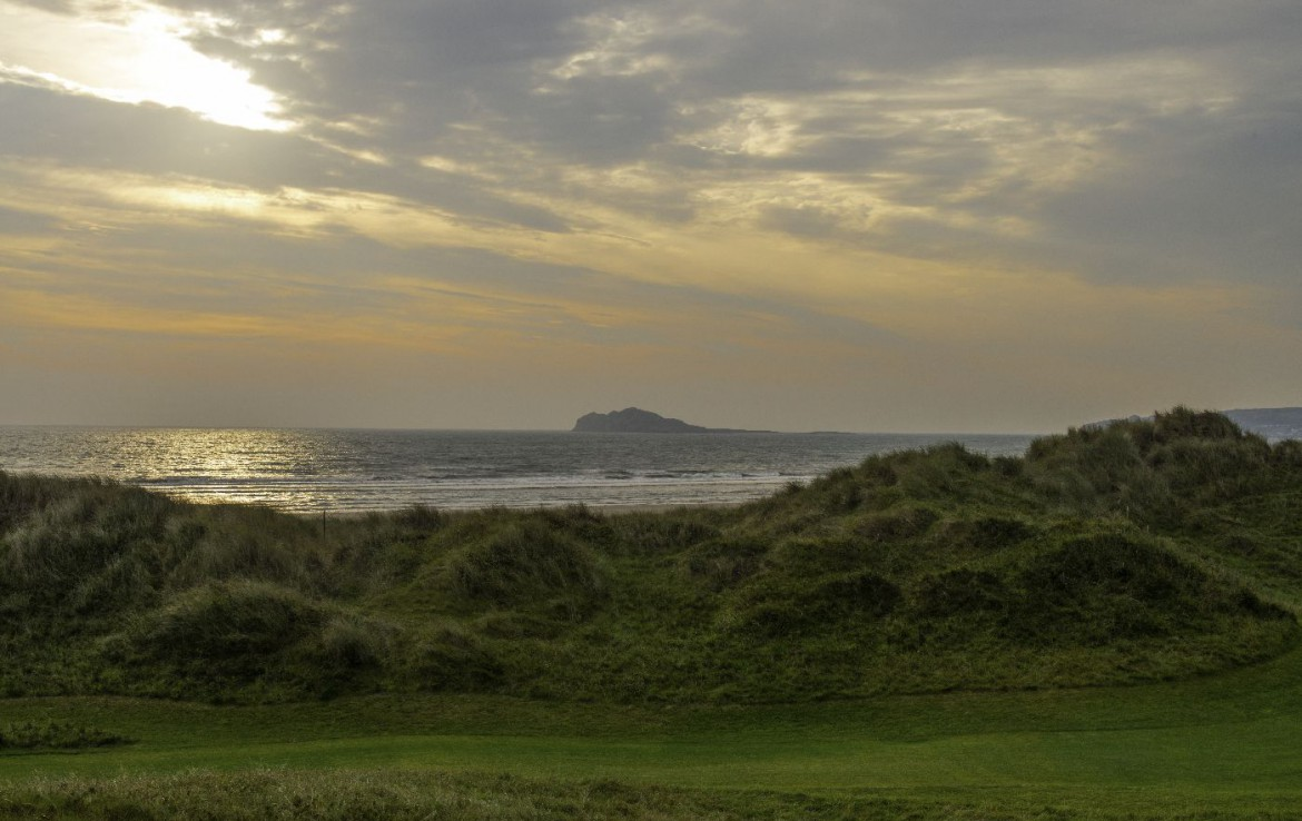golf-expedition-golf-reizen-ierland-regio-dublin-portmarnock-hotel-en-golf-links-heuvel-zee.jpg