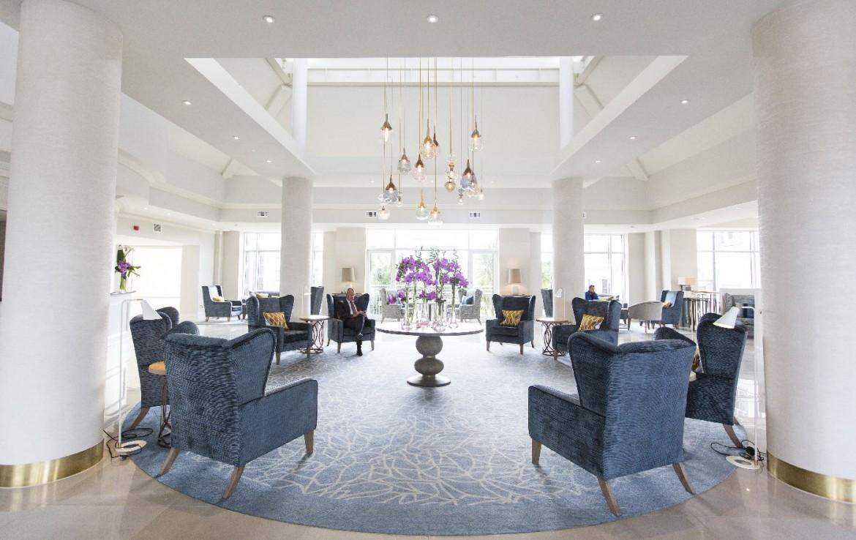 golf-expedition-golf-reizen-ierland-regio-dublin-portmarnock-hotel-en-golf-links-luxe-lobby-stoelen.jpg