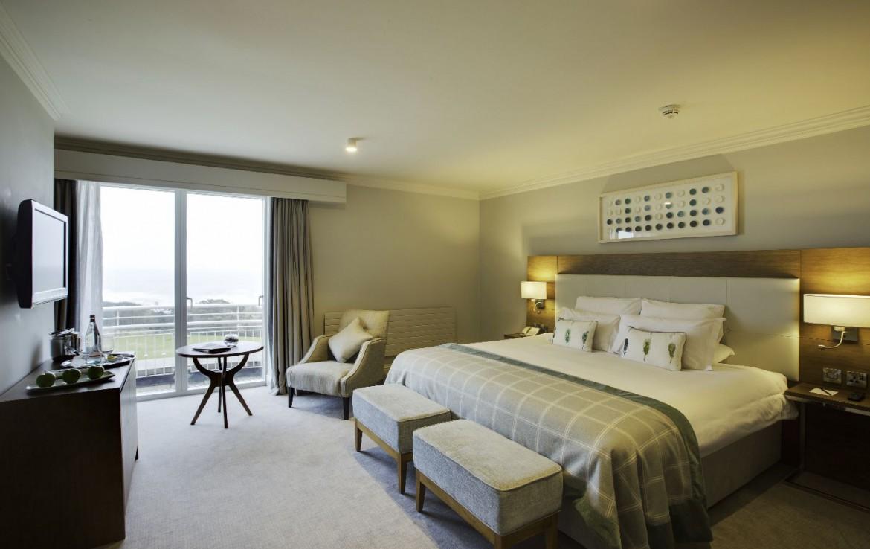 golf-expedition-golf-reizen-ierland-regio-dublin-portmarnock-hotel-en-golf-links-luxe-twee-persoons-slaapkamer-met-tv.jpg