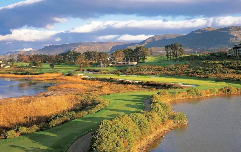 golf-expedition-golf-reizen-zuid-afrika-arabella-prachtig-uitzicht-omgeving-bergen-water.jpg