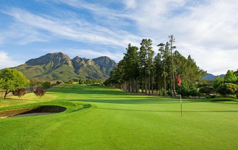 golf-expedition-golf-reizen-zuid-afrika-golfbaan-met-uitzicht-op-bergen.jpg