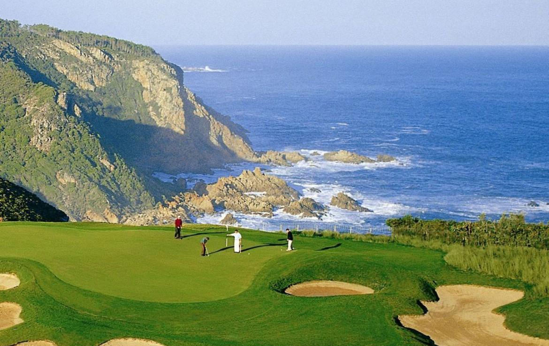 golf-expedition-golf-reizen-zuid-afrika-golfbaan-op-berg-met-zee-uitzicht-green-bunkers.jpg