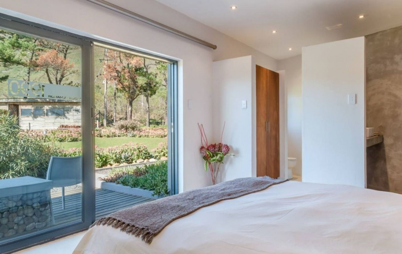 golf-expedition-golf-reizen-zuid-afrika-slaapkamer-met-deuren-richting-terras.jpg